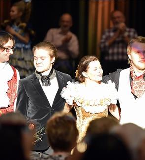 Claros Schumann salonas: kolegos-konkurentai ir pianistų varžybos