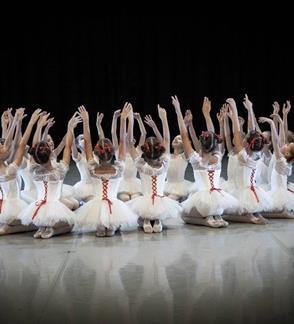 Metų koncertas Septyniais šuoliais per šokio istoriją
